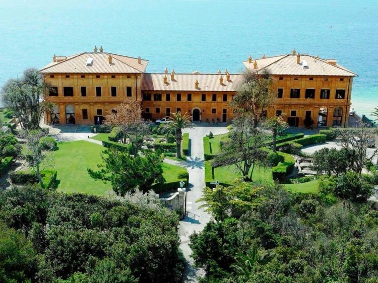 La Posta Vecchia Lazio hotel boutique lujo romantico
