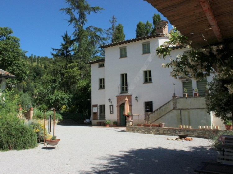The Main building of Countryhouse L´Ariete Montone Umbria Italy