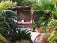 Dormitorio con cama matrimonia