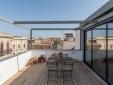 Escapada Penthouse Cordari Sicilia Ortigia Italia confortable sofa habitaciones luminosas